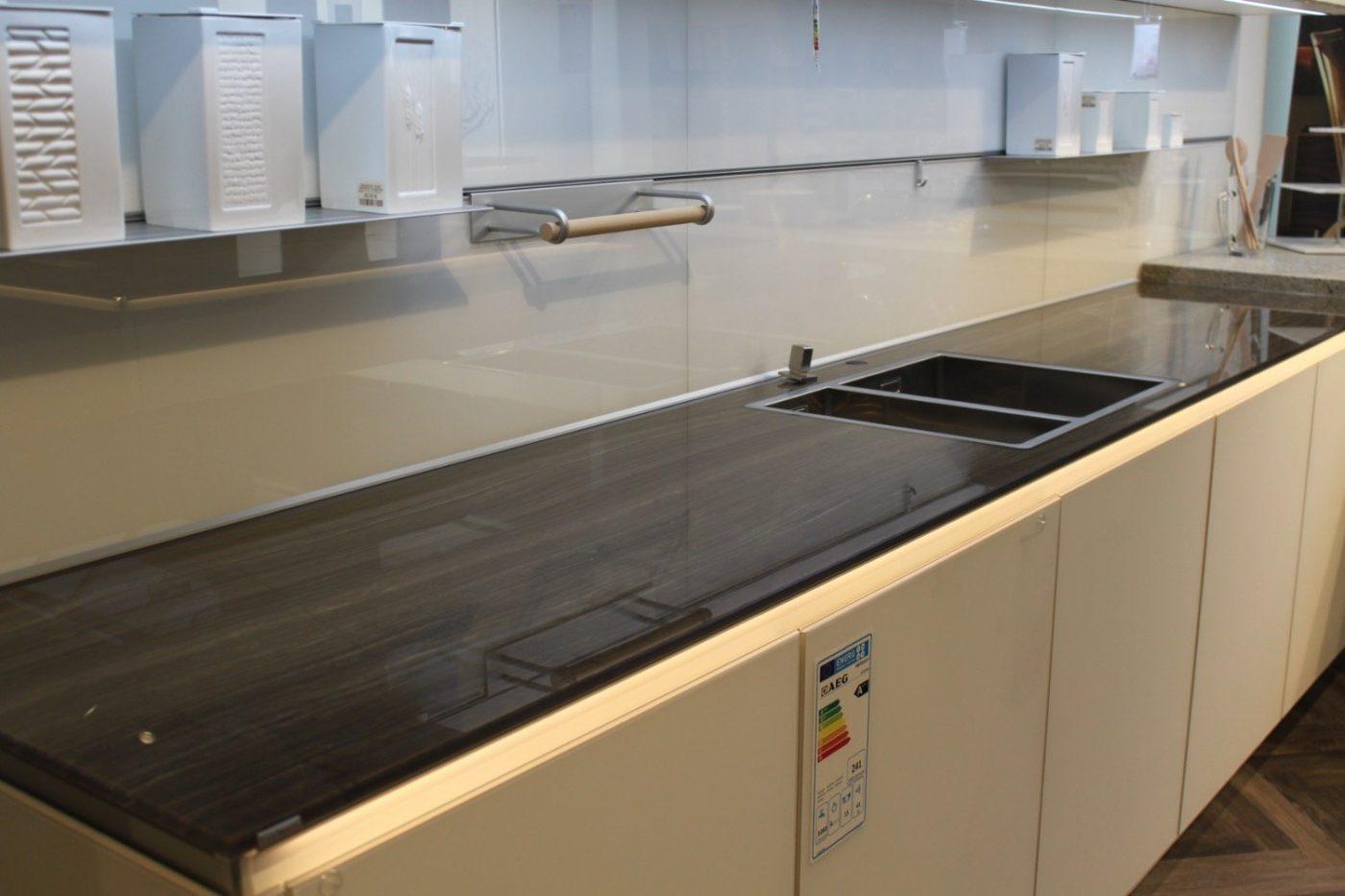 Küchenarbeitsplatte aus Glas