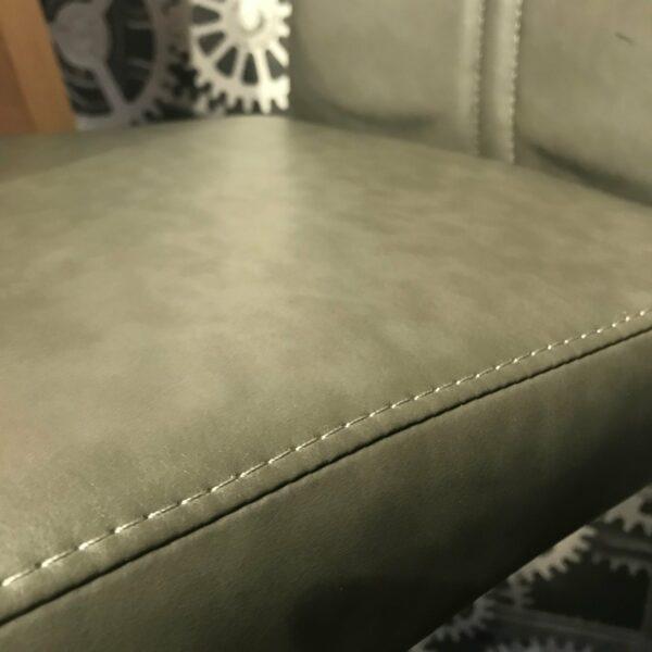 "Trendstore ""Manchu"" Barhocker Detail Naht Sitzfläche"