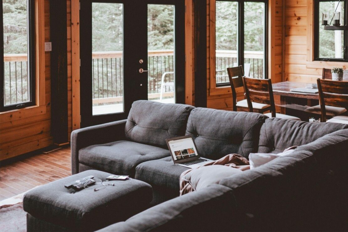 Das Sofa Als Raumteiler So Funktioniert Es Richtig Wohnparc De