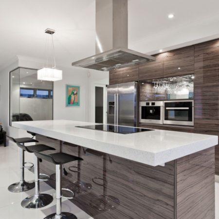 Die Kücheninsel: Vor- und Nachteile, die Sie kennen sollten