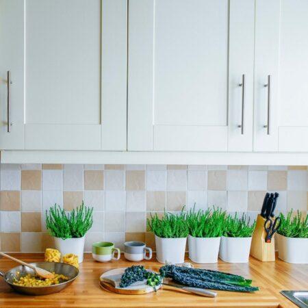 Schöne Küchenrückwände: 4 Alternativen zum Fliesenspiegel