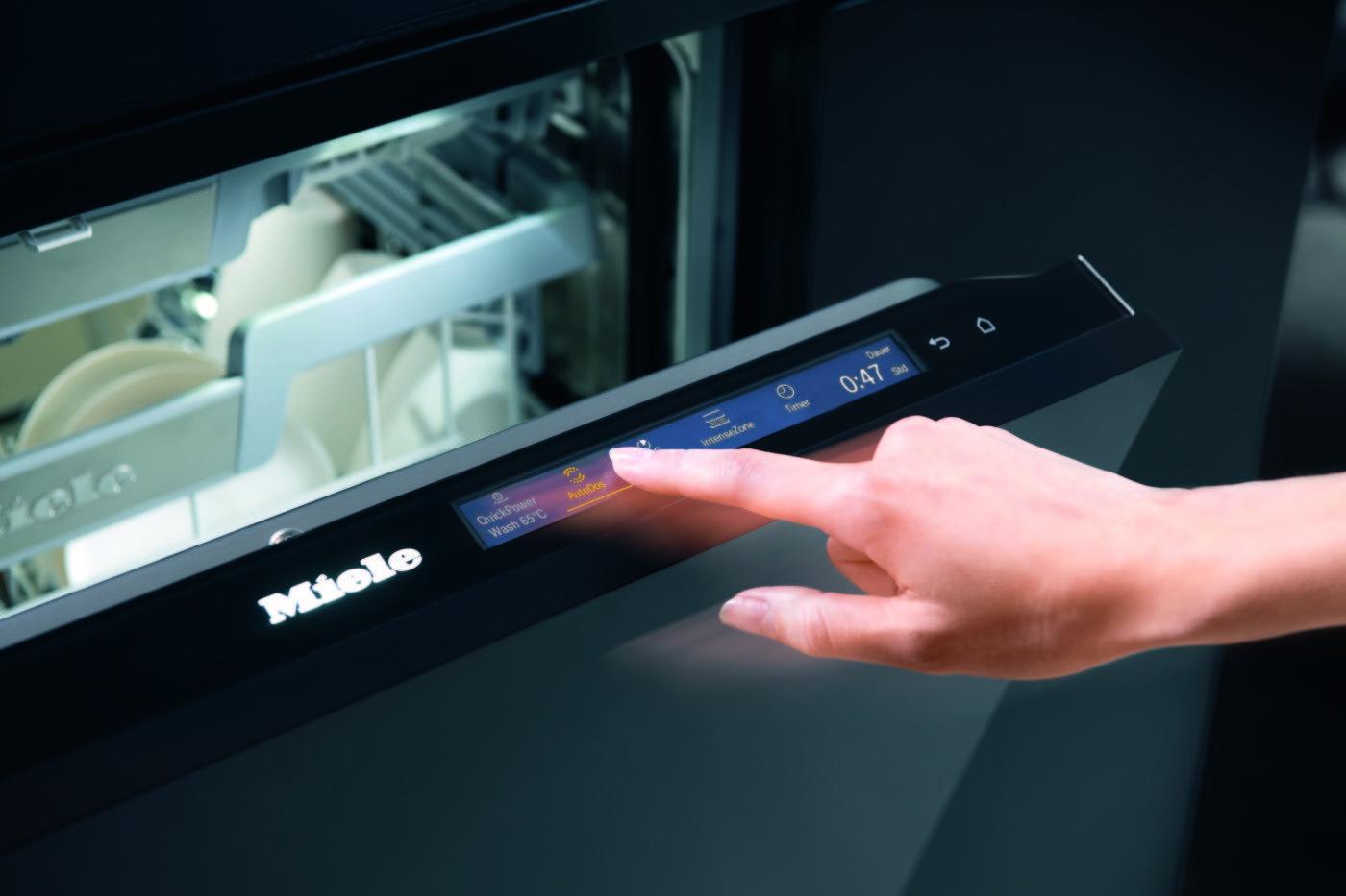 Touchscreen-Bedienfeld am Geschirrspüler