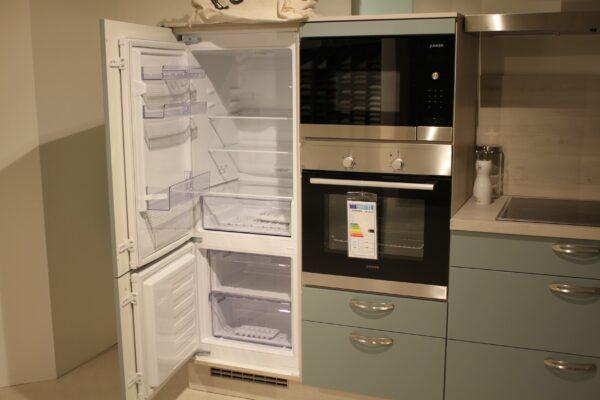 """Küchenblock """"B157794E1112"""" - Kühlschrank und Gefrierfach offen"""