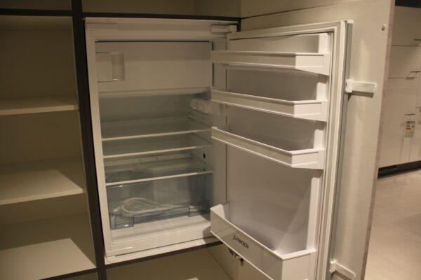 """Küchenblock """"B178209E1112"""" - Junker JC20GB20 Kühlschrank mit Gefrierfach offen"""