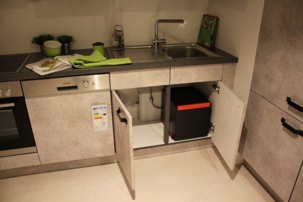 """Küchenblock """"B178209E1112"""" - Schrank unter der Spüle mit Mülleimer offen"""