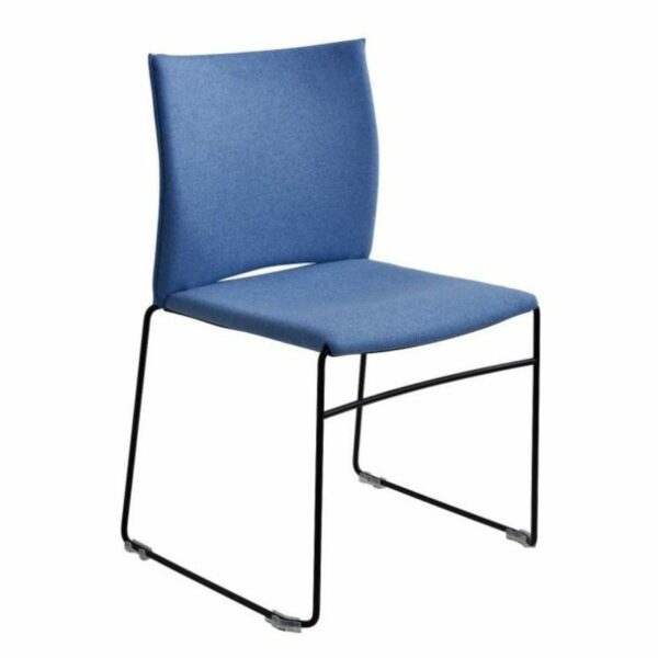 """Raum.Freunde """"Mathilda"""" Stuhl, hellblau, Gestell schwarzmatt, seitlich"""
