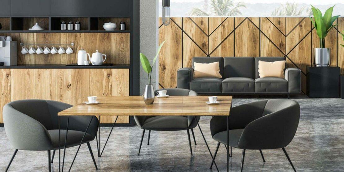 Esstisch im offenen Wohnraum, Grau und Holztöne dominieren