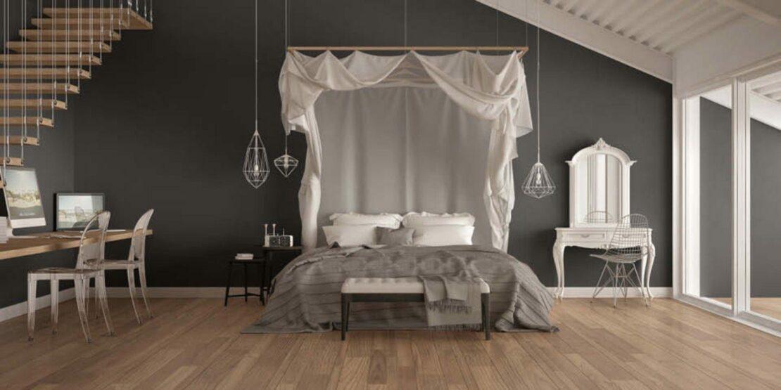 Schlafzimmer mit modernem Himmelbett