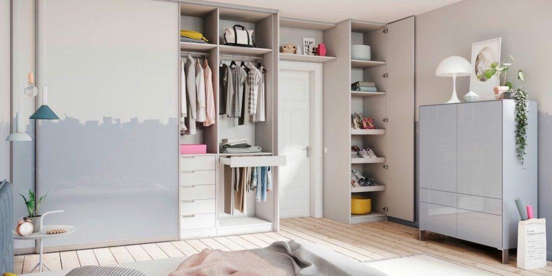 Beispiel für die innere Aufteilung eines Kleiderschranks mit verschiedenen Regalen