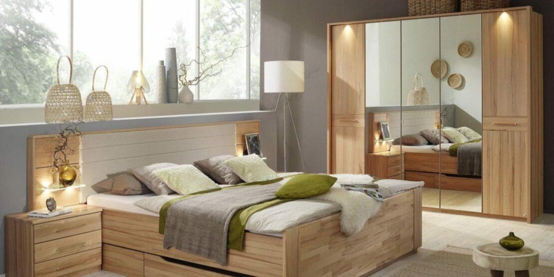Beispiel für Kleiderschrank aus Holz mit Spiegeltüren