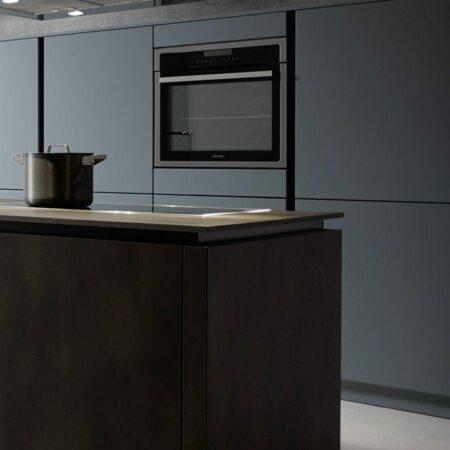 Beispiel für Küche mit Stahlelementen