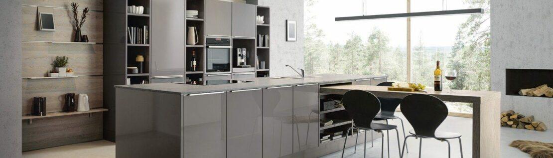 Klare Kante: Glas und Stahl in der Küche