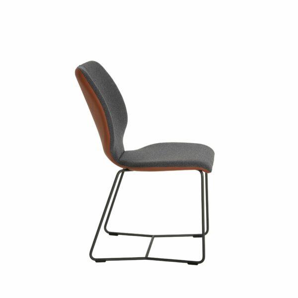 """Contur """"Penthouse"""" Stuhl mit Schlittenfuss und Bezug Future und Tendens Seitenansicht"""