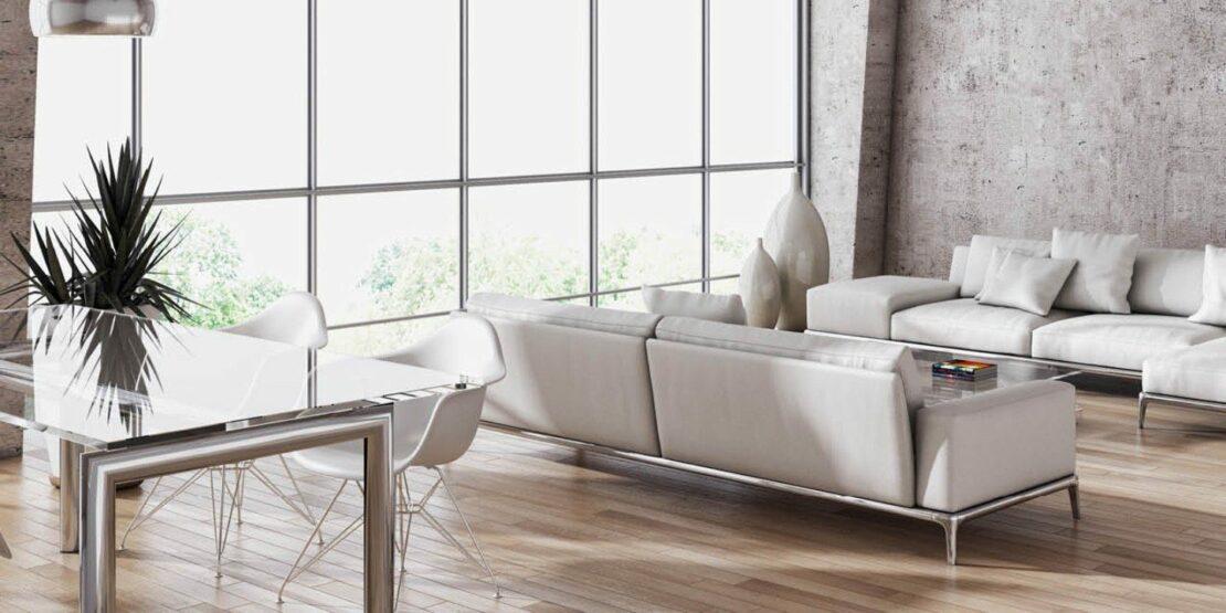 Wohn- und Esszimmer mit hellen Möbeln
