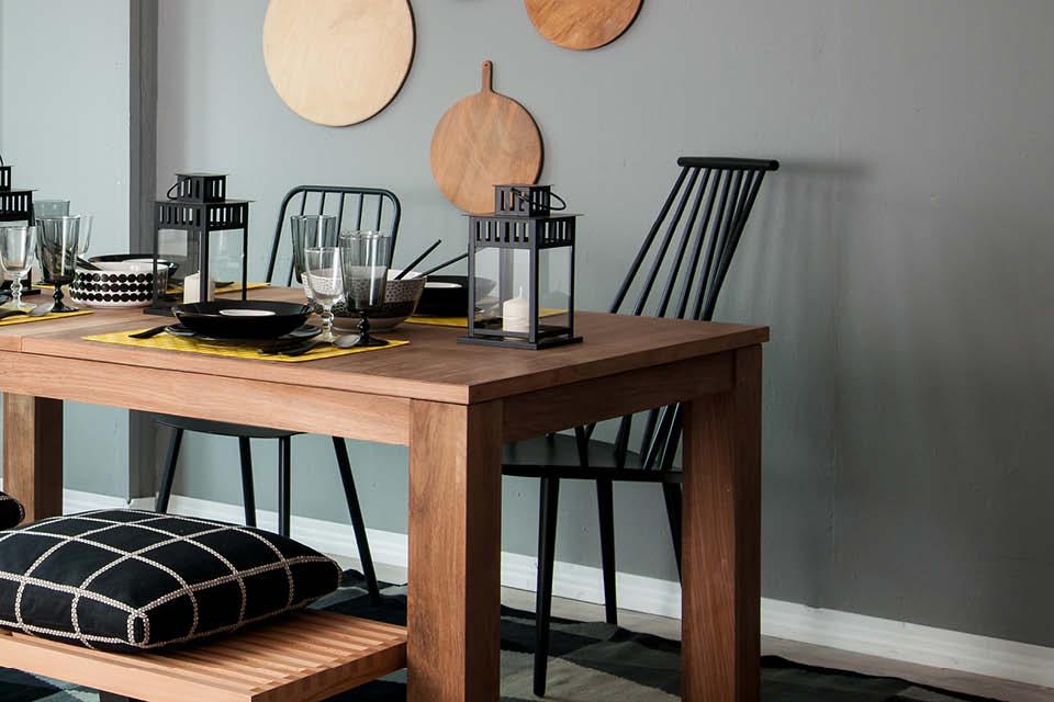 Esszimmer in Grau und Schwarz mit Holz