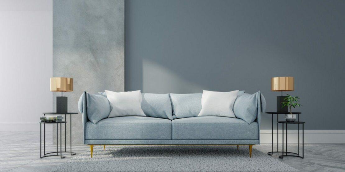 Sofa mit zierlichen Beinen in eleganter Einrichtung