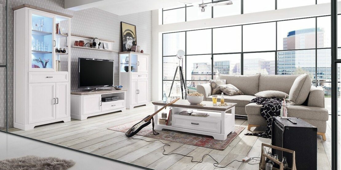 Moderne Wohnwand im weißen Landhauslook