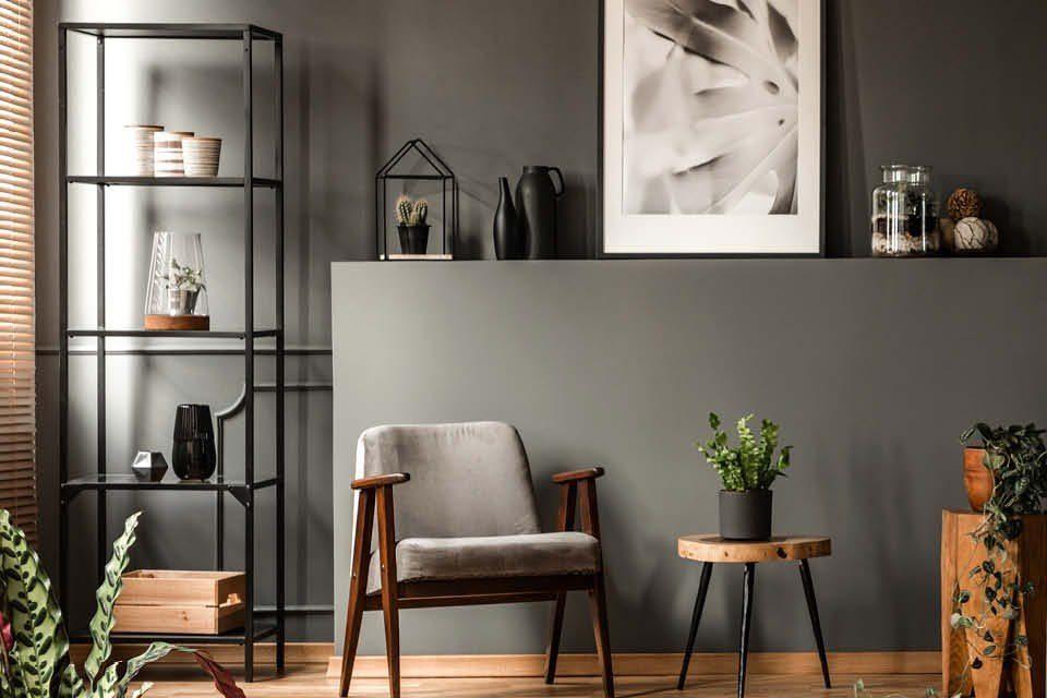 Schwarz und Grau kombiniert mit hellem Holz