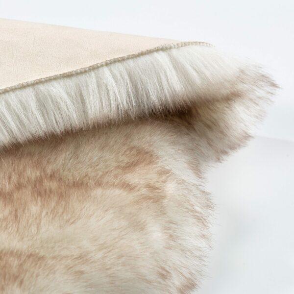 Astra Bella Schaffell-Form in Creme – Detail