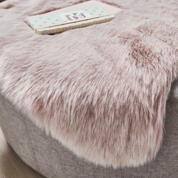 Astra Bella Schaffell-Form in Pink – Wohnbeispiel