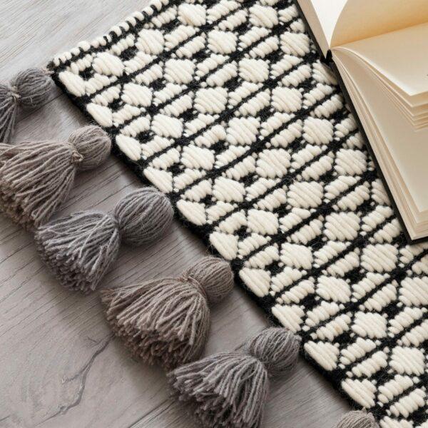 Detailansicht Teppich Insulaner mit grauen Fransen