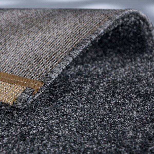 """Astra """"Pure"""" Teppich in der Farbe Anthrazit zeigt Ansicht der Rückseite."""
