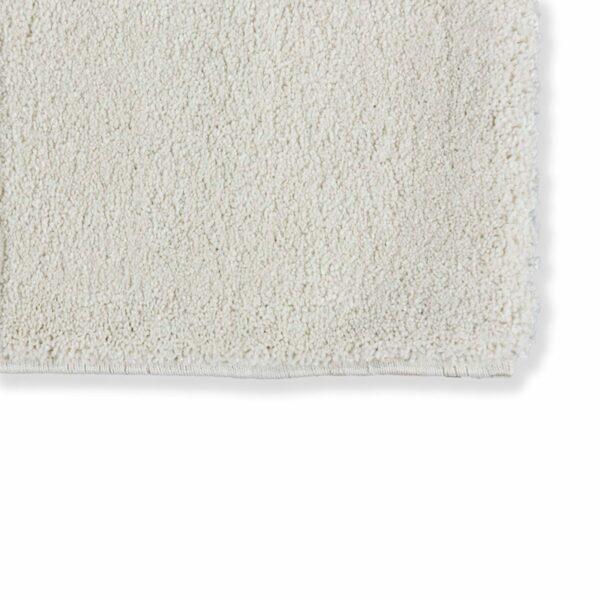 """Astra """"Pure"""" Teppich in der Farbe Creme zeigt Nahansicht der Ecke."""