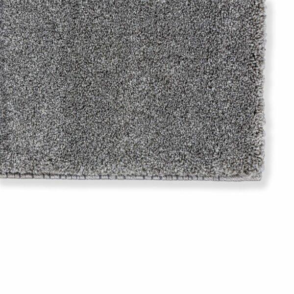 """Astra """"Pure"""" Teppich in der Farbe Silber zeigt Nahansicht der Ecke."""