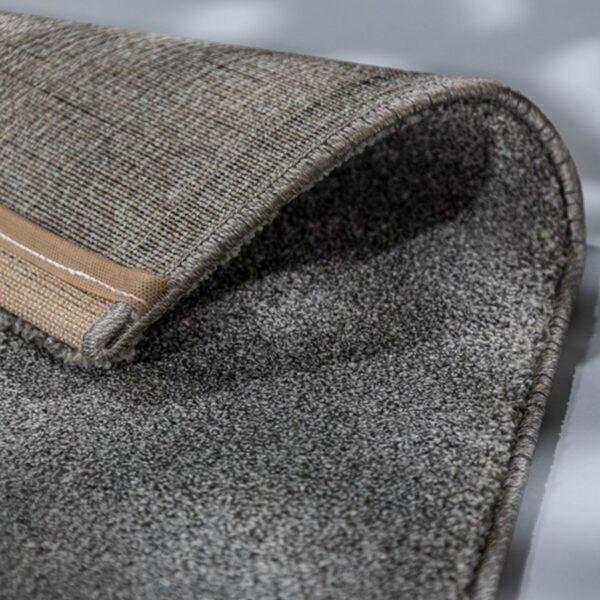 """Astra """"Pure"""" Teppich in der Farbe Silber zeigt Ansicht der Rückseite."""