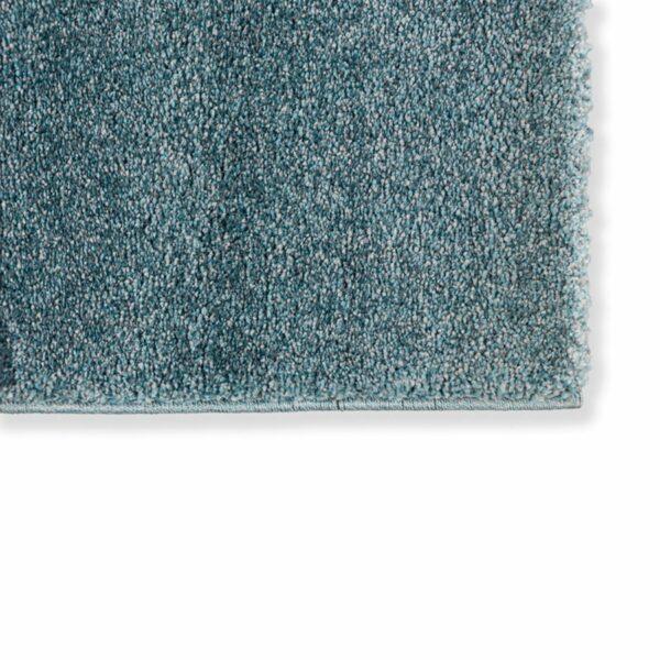 """Astra """"Pure"""" Teppich in der Farbe Türkis zeigt Nahansicht der Ecke."""
