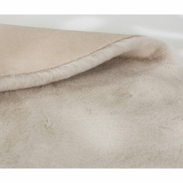 Astra Tender runder Fellteppich creme Detail