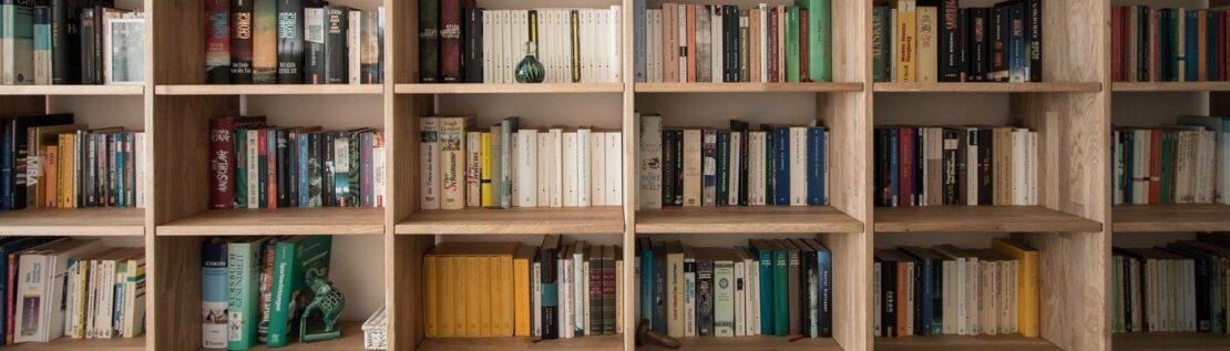 4 kreative Arten, Bücher zu sortieren