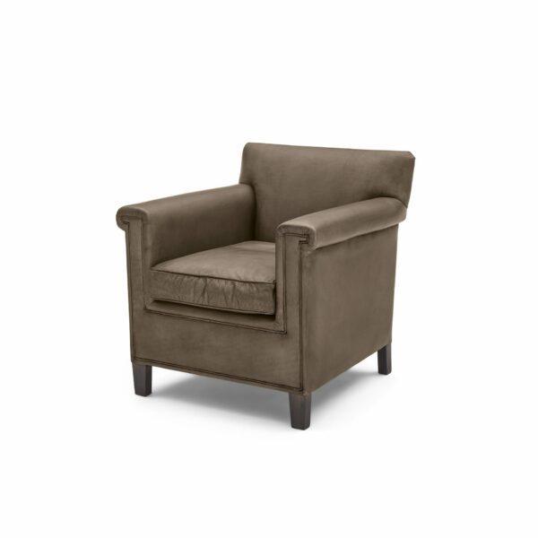 """WK Wohnen """"5002"""" Armlehnenstuhl mit Lederbezug Buffalo in der Farbe Lampre matt in seitlicher Ansicht."""