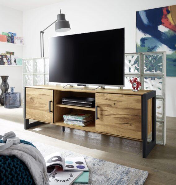 "Trendstore ""Evan"" TV-Lowboard – Wohnbeispiel"