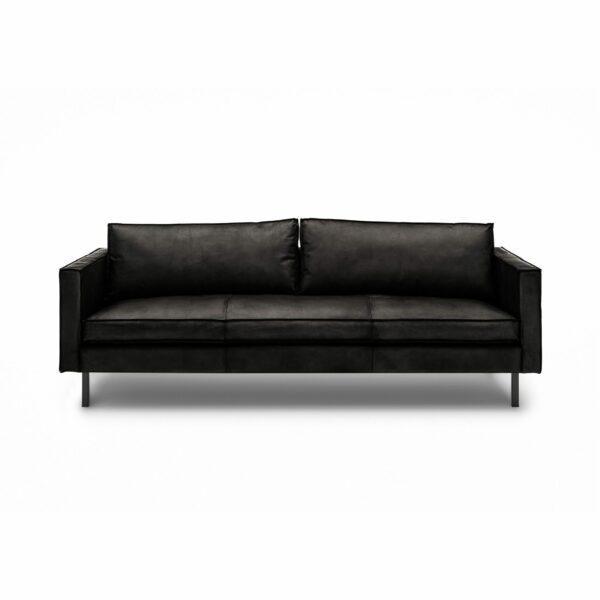 WK Wohnen Edition 6001 Sofa mit Bezug Leder Buffalo glänzend in der Farbe Black in frontaler Ansicht.