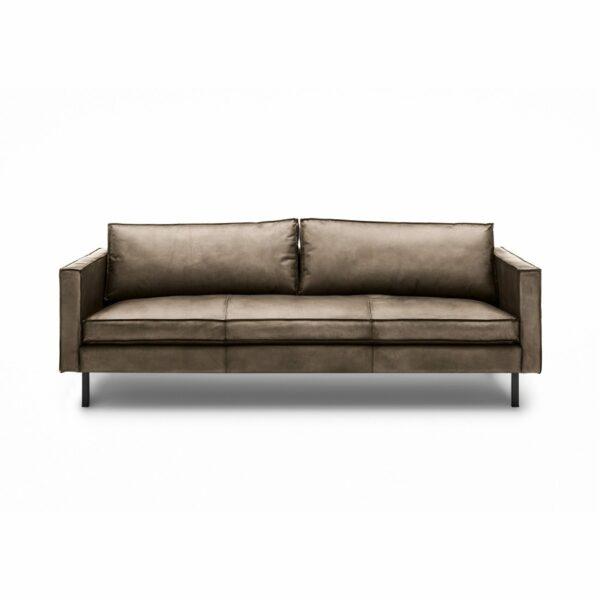 WK Wohnen Edition 6001 Sofa mit Bezug Leder Buffalo glänzend in der Farbe Lampre in frontaler Ansicht.