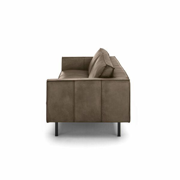 WK Wohnen Edition 6001 Sofa mit Bezug Leder Buffalo glänzend in der Farbe Lampre von der Seite.