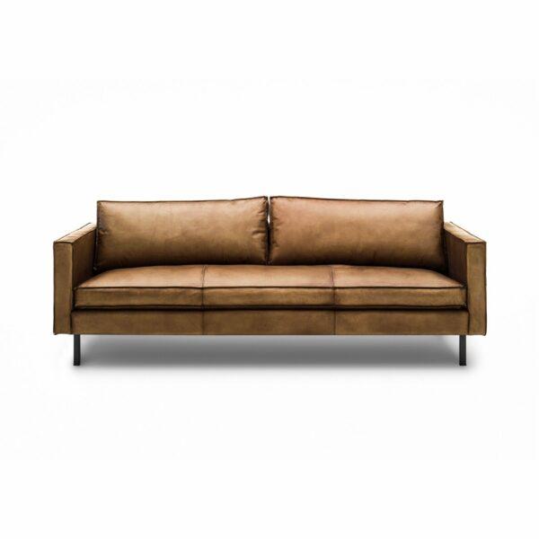 WK Wohnen Edition 6001 Sofa mit Bezug Leder Buffalo glänzend in der Farbe Light Brown in frontaler Ansicht.