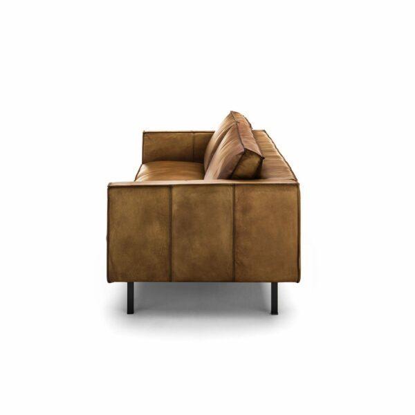 WK Wohnen Edition 6001 Sofa mit Bezug Leder Buffalo glänzend in der Farbe Light Brown von der Seite.