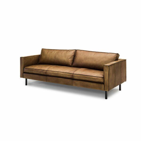 WK Wohnen Edition 6001 Sofa mit Bezug Leder Buffalo glänzend in der Farbe Light Brown in seitlicher Ansicht.