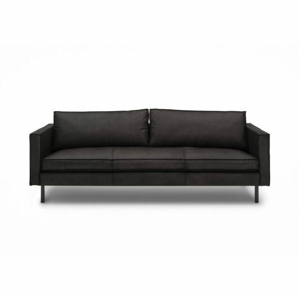 WK Wohnen Edition 6001 Sofa mit Bezug Leder Buffalo matt in der Farbe Black in frontaler Ansicht.