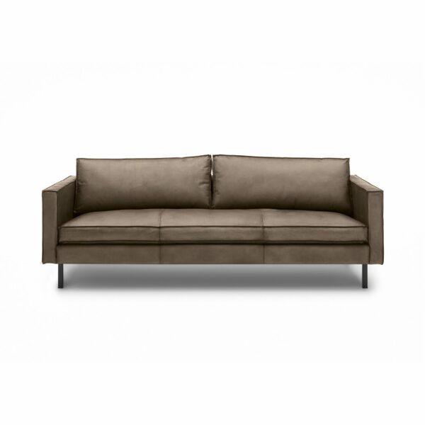 WK Wohnen Edition 6001 Sofa mit Bezug Leder Buffalo matt in der Farbe Lampre in frontaler Ansicht.