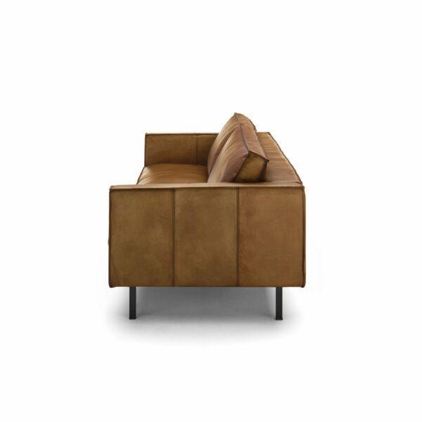"""WK Wohnen Edition """"6001"""" Sofa mit Bezug Leder Buffalo matt in der Farbe Light Brown von der Seite."""