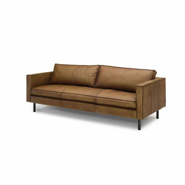 """WK Wohnen Edition """"6001"""" Sofa mit Bezug Leder Buffalo matt in der Farbe Light Brown in seitlicher Ansicht."""