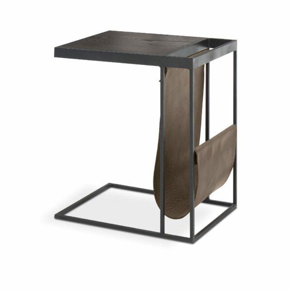 """WK Wohnen Edition """"9001"""" Beistelltisch mit Tischplatte Rustikal Oak Carbon und Lederbezug Lampre matt in seitlicher Ansicht."""