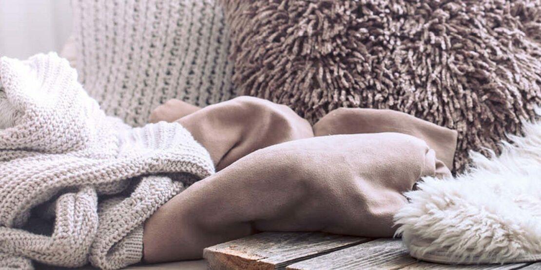 Decken und Läufer aus Wolle und Fell