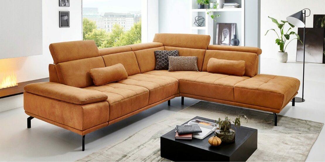 Ockerfarbenes Sofa