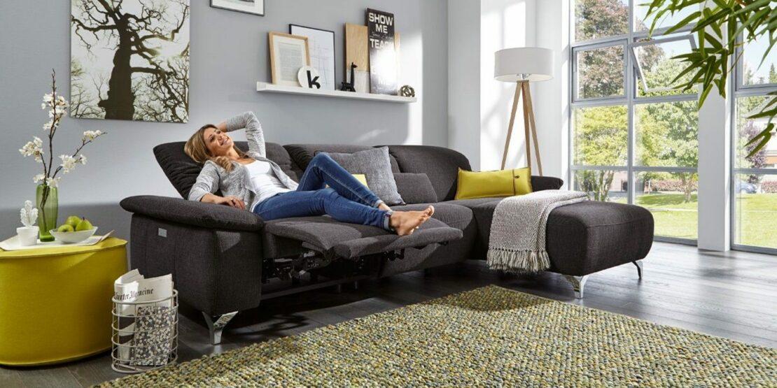 Dunkelgraues Sofa, flexibel verstellbar