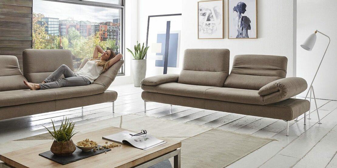 Zwei Sofas vom Modell Tampa in einem modernen Wohnzimmer