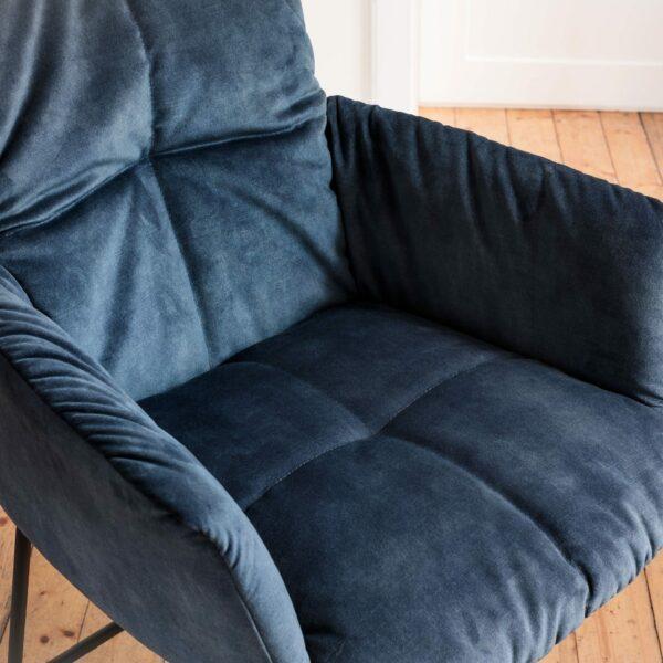 """Raum.Freunde """"Edvin"""" Stuhl mit Armlehnen – Detail Sitzfläche"""